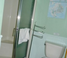 Lacadie-Cottage-bathroom-2a
