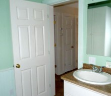 Lacadie-Cottage-bathroom-2c